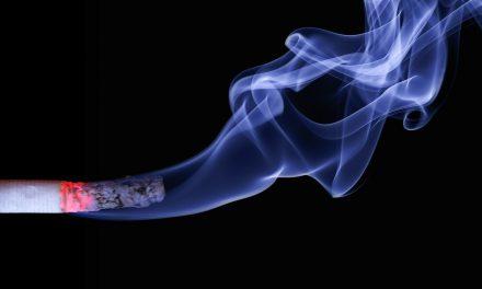 Δες τι παθαίνεις όταν καπνίζεις πριν πας για ύπνο…