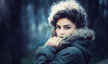 Μυστικά μακιγιάζ για να φαίνεστε νεότερη