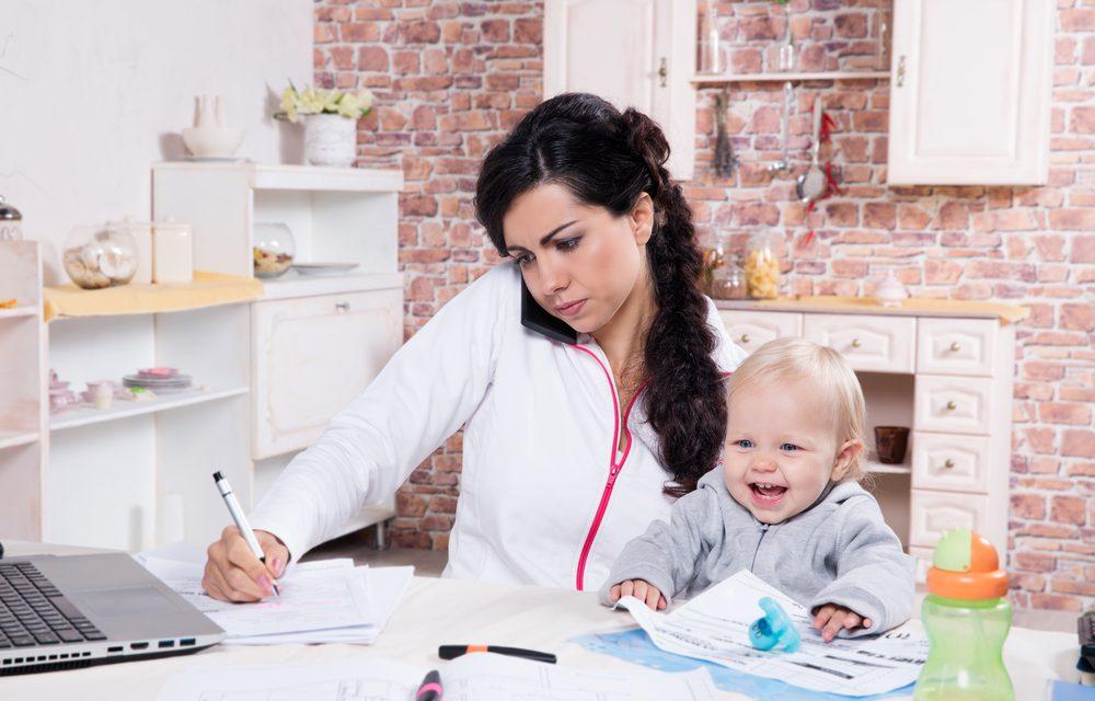Η μαμά λείπει για δουλειά αλλά… τα παιδιά είναι μια χαρά!