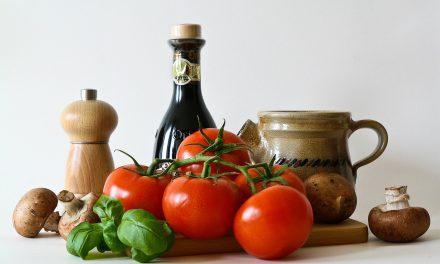 Αυτές είναι οι τροφές που πρέπει να τρως από τα 20 έως τα 70 για να είσαι νέος