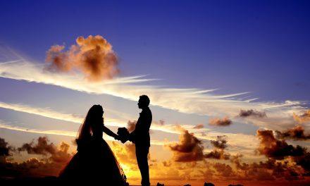 Στα σκαλιά της εκκλησίας: Πόσο μπορεί να κρατήσει η ευτυχία ενός γάμου