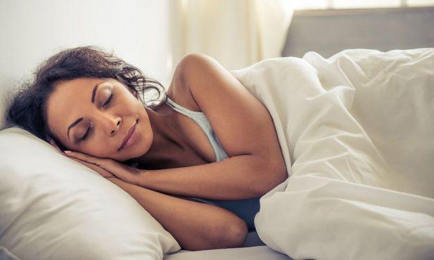 Απώλεια βάρους ενώ κοιμάσαι; 4 μικρές αλλαγές για να το πετύχεις