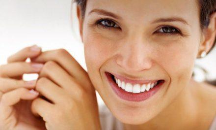 Μικρά αλλά θαυματουργά μυστικά για λευκά και υγιή δόντια