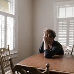 Η μοναξιά συναγωνίζεται το κάπνισμα και την παχυσαρκία στη μείωση του προσδόκιμου ζωής