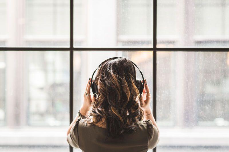 Σε 13 λεπτά η μουσική διώχνει τη θλίψη και σε 9 λεπτά μας κάνει πιο ευτυχισμένους